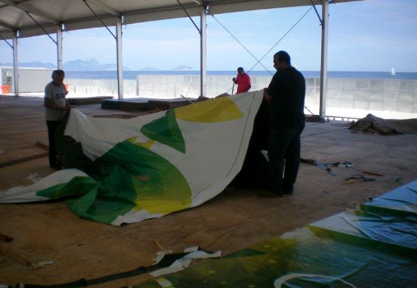 banner sendo recolhido